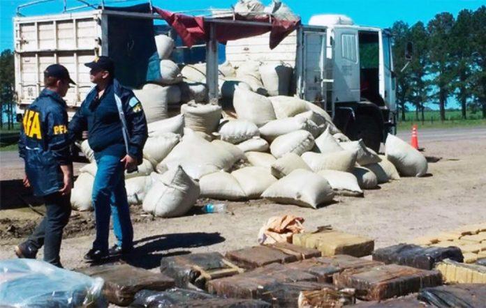 Interceptan un camión repleto de marihuana que venía a Córdoba