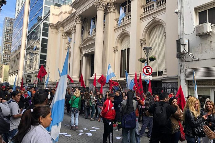 Barrios de Pie instaló ollas populares frente al Banco Central
