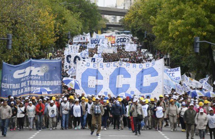 Marchas y ollas populares: organizaciones sociales se movilizaron en el centro porteño