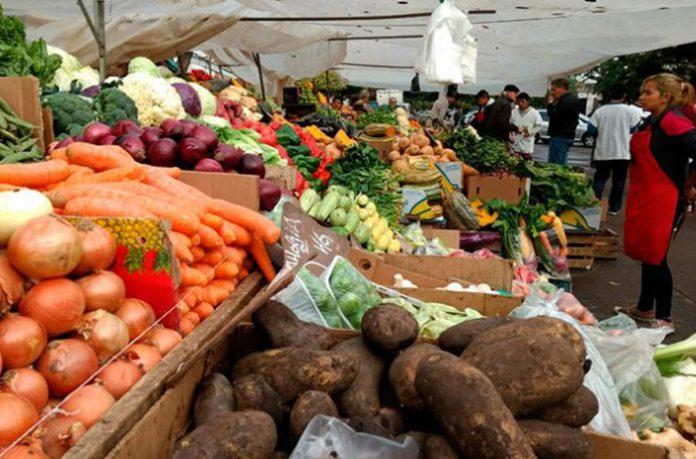 Frutas y verduras, hasta 14 veces más caras en súper y verdulerías