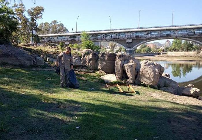 Siguen los trabajos de limpieza en las márgenes del lago San Roque - Chaco Dia Por Dia