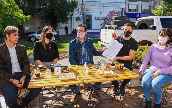 El intendente Martínez presentó el primer 'balcón gastronómico' en Resistencia