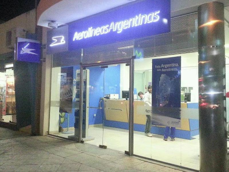 Aerol neas argentinas confirm el cierre de su oficina en for Muebles de oficina resistencia chaco