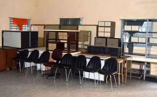 El rotary club resistencia don muebles y libros a la for Muebles de oficina resistencia chaco