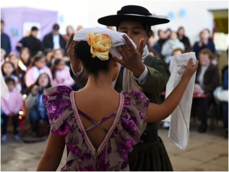 Incorporarían la enseñanza de folklore en todas las escuelas del Chaco - Chaco Dia Por Dia