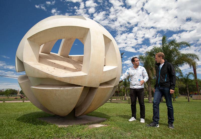Turismo junto a la Fundación Urunday restaurarán mas de 600 de las esculturas resistencianas - Chaco Dia Por Dia