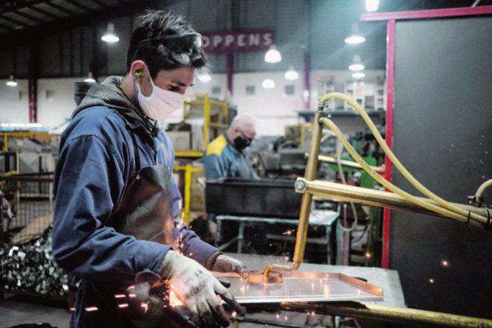 Por efecto segunda ola de Covid-19, la economía se contrajo 2% mensual en  mayo | CHACO DÍA POR DÍA